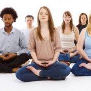 Gruppe Meditierender