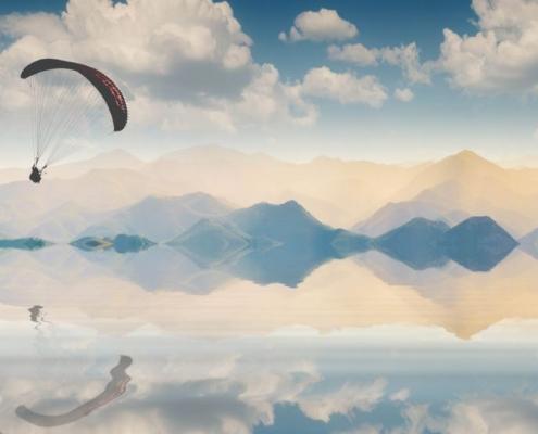 Klarheit des Geistes, Gleitschirm über dem klaren See